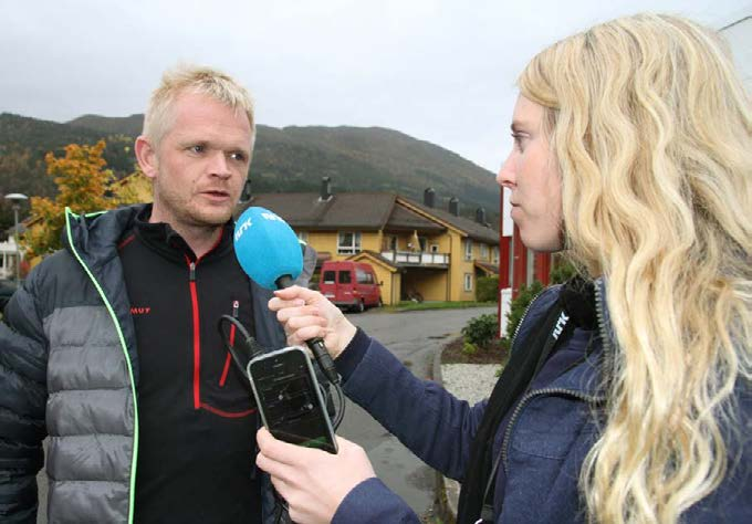1439_nRk_reporter_Elise_sundfr_Erdal_interviews_her_colleague_Even_luster_during